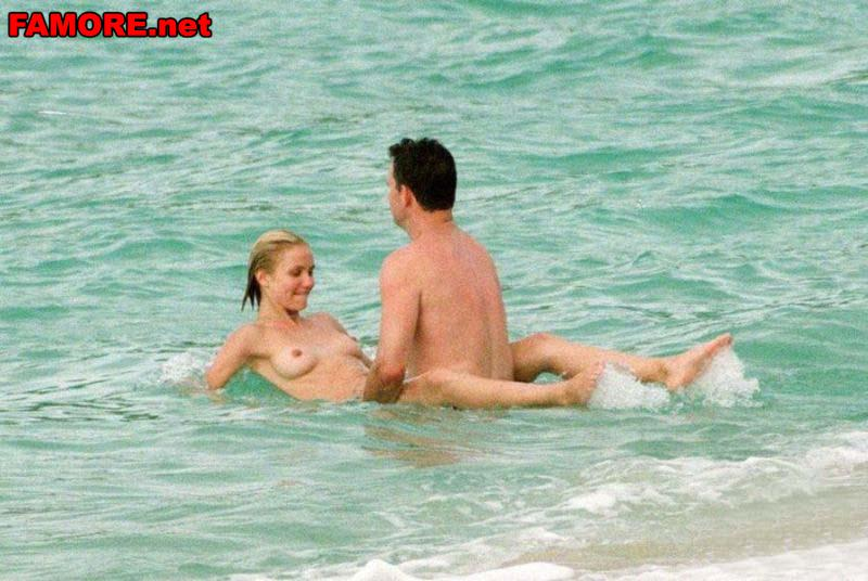 трахаются в море фото