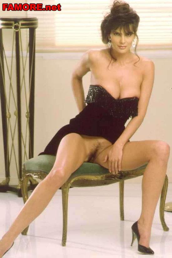 Джули Стрейн (Julie Strain) задрала юбку и показала, что ...: http://famore.net/?f=235&p=4061