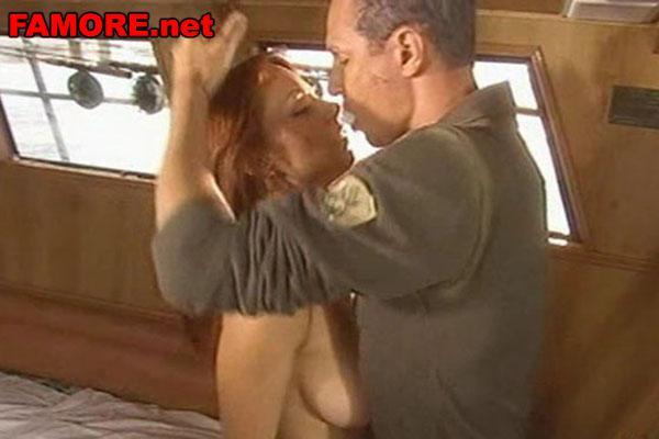 Ирина Медведева (Irina Medvedeva) занимается сексом в каюте, кадр из фильма