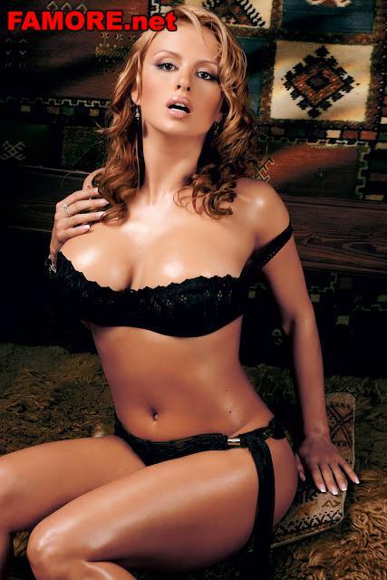 Порно фото голой певицы Анны Семенович